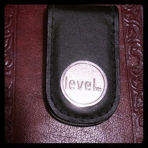 "Blk leather silver ""Level"" Logo magnet money clip"